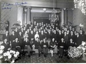 in hotel de Witte Brug. Ik veronderstel dat pa in jacquet in het midden zit omdat hij de president was toen.
